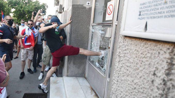 UNS osudio nasilje nad novinarima i medijskim radnicima tokom demonstracija 1