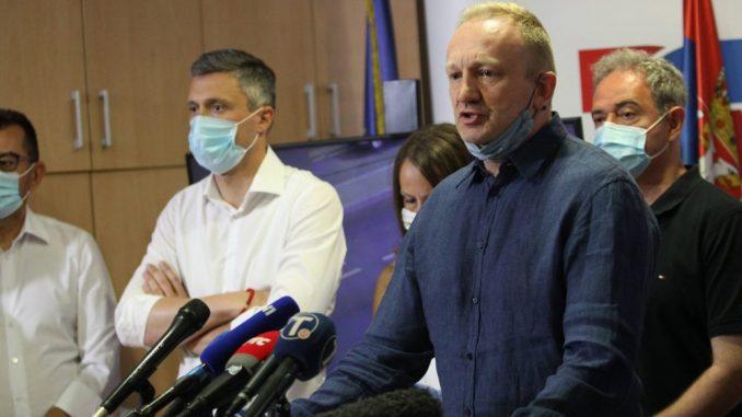 Đilas: Parapolicijske snage tukle građane, Lutovac pozvao na protest ispred CZ-a 5