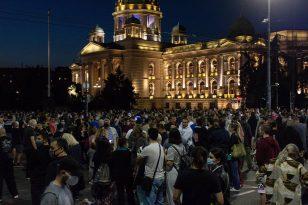 Policija potisnula demonstrante od Skupštine, ima povređenih na obe strane (FOTO/VIDEO) 18