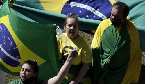 U Brazilu skup podrške Bolsonaru koji je pozitivan na koronu 4