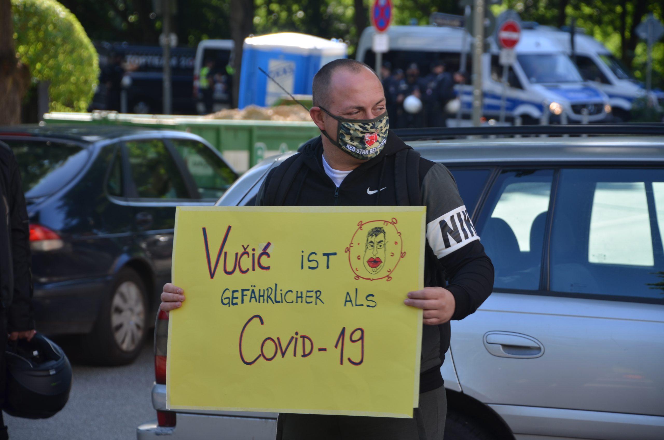 Protest ispred konzulata Srbije u Hamburgu (FOTO, VIDEO) 1