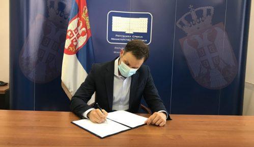 Potpisani ugovori za zajmove za klimatske promene i modernizaciju železnice u Srbiji 5