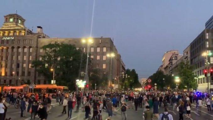 Spontani protest građana ispred Skupštine zbog novih mera (VIDEO) 4