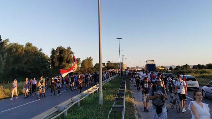Protest ispred policijske stanice zbog prebijanja dečaka 4