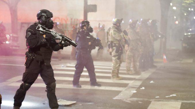 Zbog policijske upotrebe suzavca i gumenih metaka američki demonstranti tužili vladu SAD 3