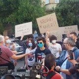 Održan protest ispred CZ-a, Đilas napustio skup posle skandiranja mase (VIDEO) 20