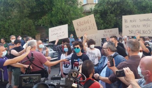 Održan protest ispred CZ-a, Đilas napustio skup posle skandiranja mase (VIDEO) 8