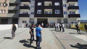 Stanari na Somborskom bulevaru u Nišu sprečili izvršitelja da im popiše stanove zbog duga investitora 2