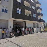 Stanari na Somborskom bulevaru u Nišu sprečili izvršitelja da im popiše stanove zbog duga investitora 13