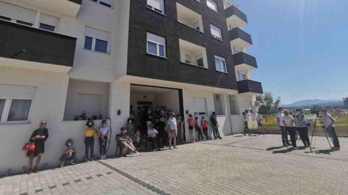 Stanari na Somborskom bulevaru u Nišu sprečili izvršitelja da im popiše stanove zbog duga investitora 5