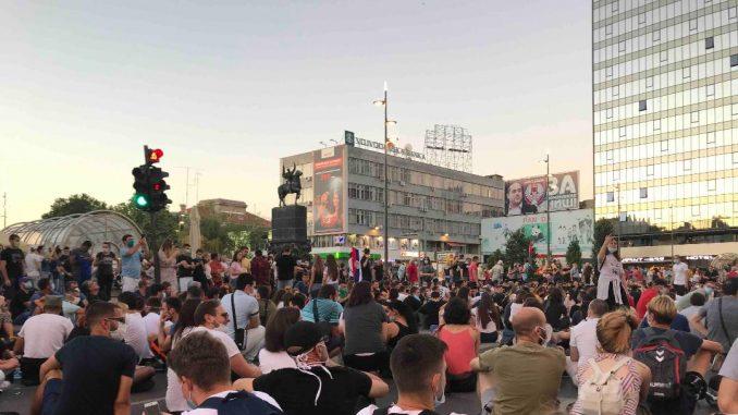 Na protestu u Nišu samo dvadesetak mladih 2