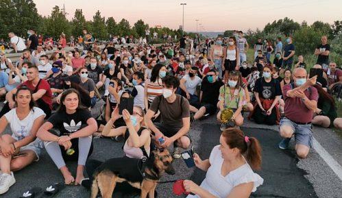 Protesti u više gradova Srbije četvrti dan zaredom (FOTO/VIDEO) 7