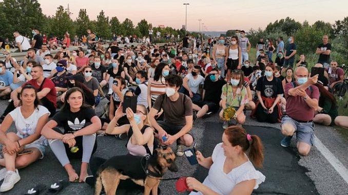 Protesti u više gradova Srbije četvrti dan zaredom (FOTO/VIDEO) 3