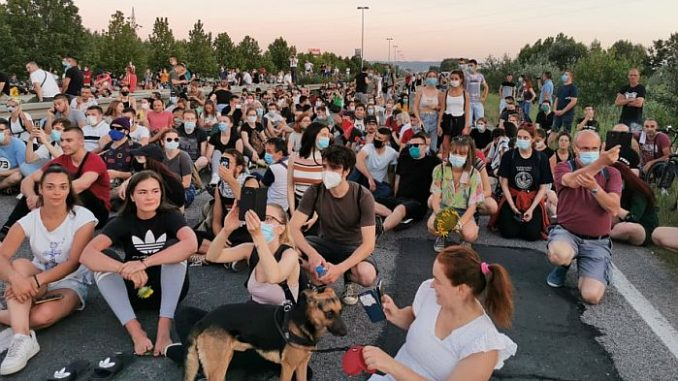 Protesti u više gradova Srbije četvrti dan zaredom (FOTO/VIDEO) 6