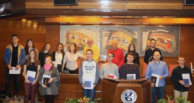 Konkurs za dodelu pet stipendija srednjoškolcima u Srbiji 2