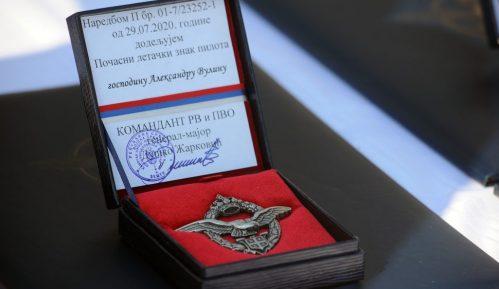 Vulinu uručen počasni letački znak pilota 11