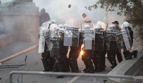Njujork tajms: Nasilan odgovor srpskim demonstrantima na prvim neredima u Evropi za vreme pandemije 2