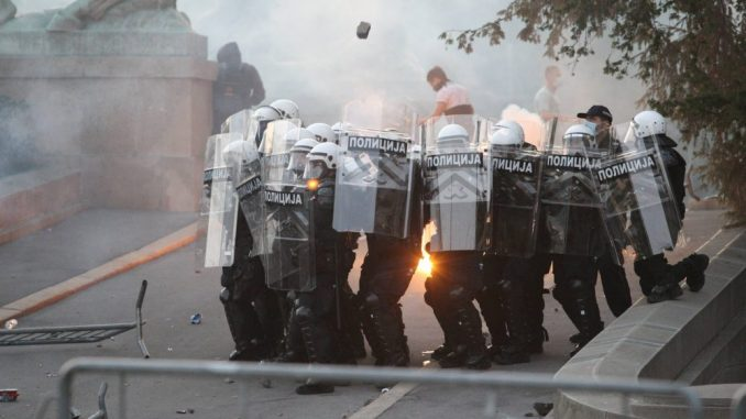 Njujork tajms: Nasilan odgovor srpskim demonstrantima na prvim neredima u Evropi za vreme pandemije 1