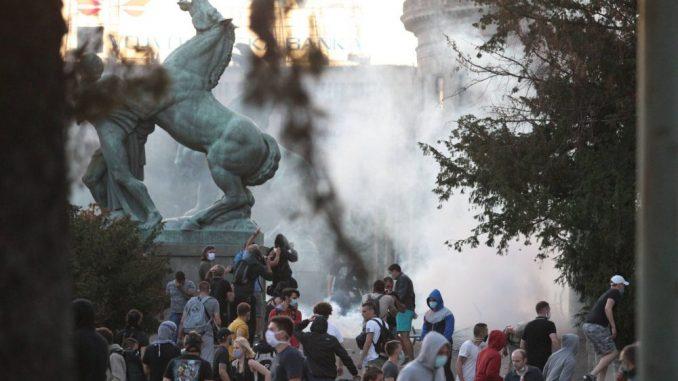 Strani mediji o protestima u Srbiji: Haotični sukobi na ulicama 1