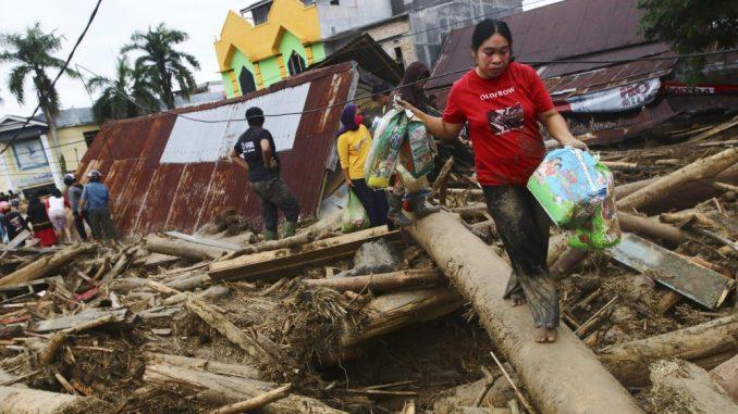 Najmanje 16 osoba poginulo, za 23 se traga u poplavama u Indoneziji 2
