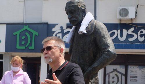 Glumci zaječarskog pozorišta odali poštu Zoranu Radmiloviću 8