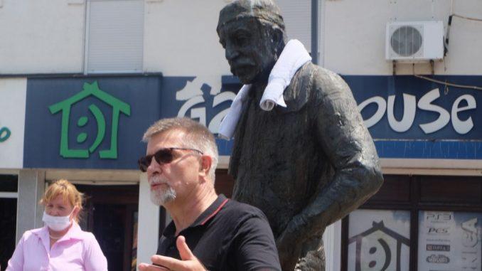 Glumci zaječarskog pozorišta odali poštu Zoranu Radmiloviću 4