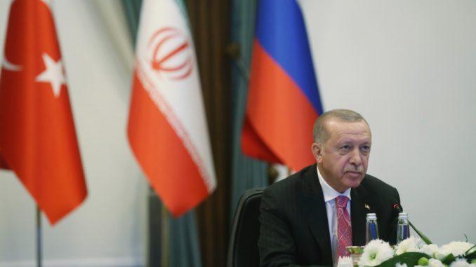 Erdogan oštro upozorio Makrona posle kritike turskih aktivnosti u Sredozemlju 2