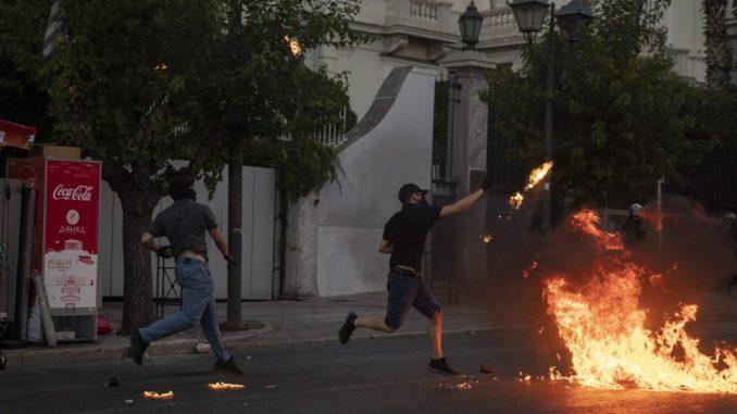 Devetoro uhapšenih tokom protesta u Atini 2
