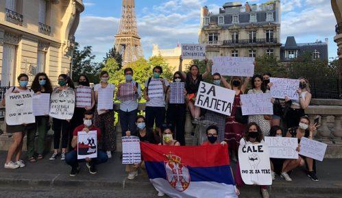 Studenti u Parizu dočekali Vučića: Ti si kovid Srbije 3