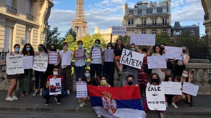 Studenti u Parizu dočekali Vučića: Ti si kovid Srbije 4