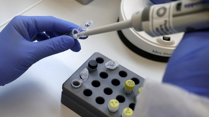 U Češkoj ponovo oko 3.000 novozaraženih virusom korona u danu 4