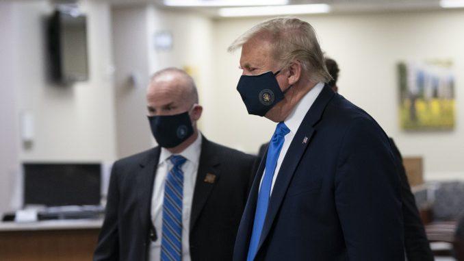 Tramp prvi put viđen u javnosti sa maskom 2