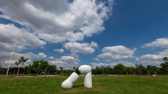 Farbanje skulptura na Ušću i ćutanje kamena 3