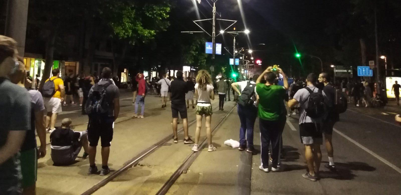 Četvrto veče protesta ponovo obeležili incidenti (FOTO, VIDEO) 2