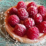 Letnji tart od limuna ukrašen malinama (recept) 15