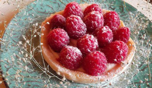 Letnji tart od limuna ukrašen malinama (recept) 3