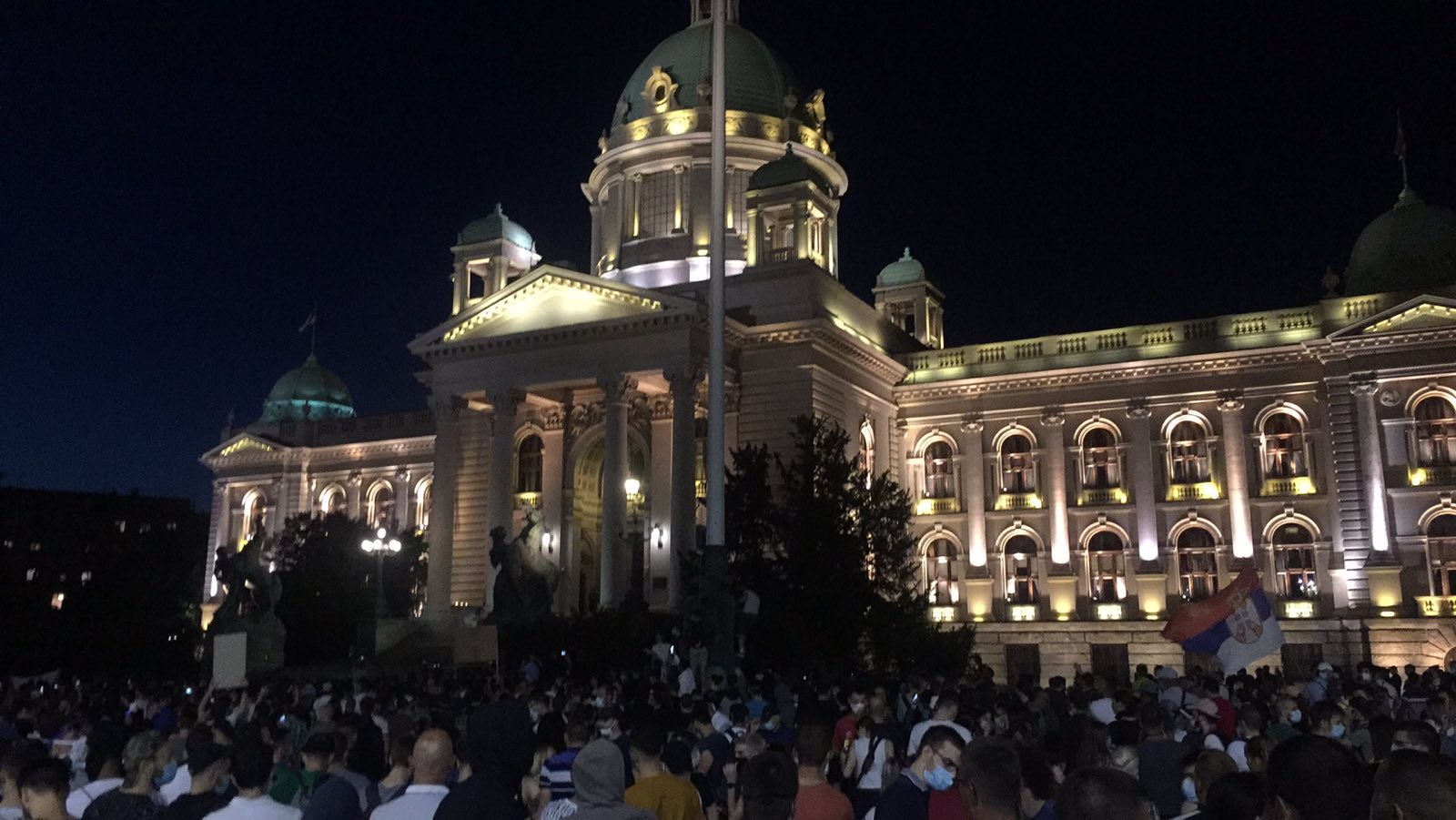 Četvrto veče protesta ponovo obeležili incidenti (FOTO, VIDEO) 12