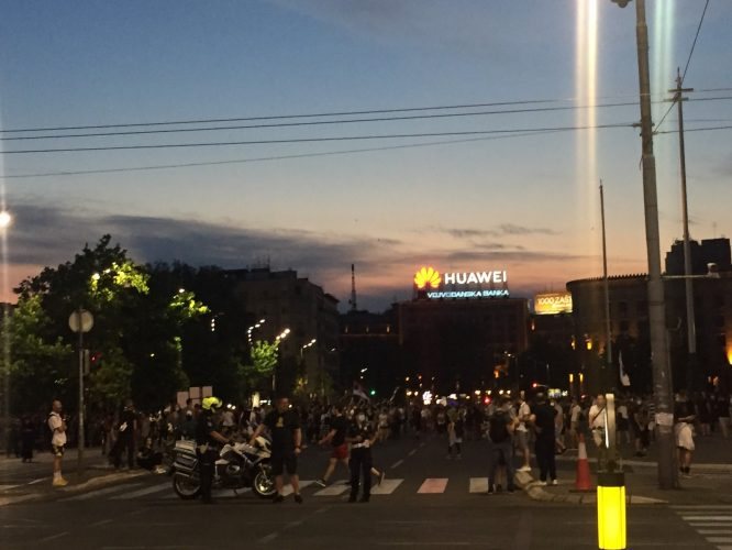 Na petom protestu manje okupljenih nego prethodnih dana (FOTO, VIDEO) 10