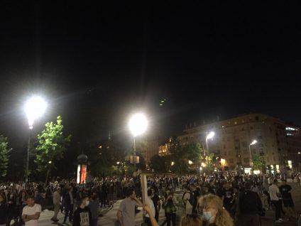 Šesti protest u Beogradu bez incidenata, uz učešće oko 1.000 ljudi (FOTO/VIDEO) 6