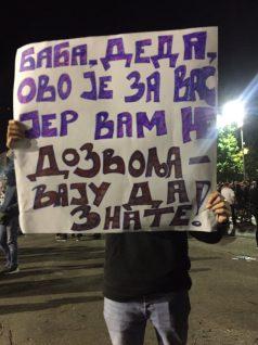 Šesti protest u Beogradu bez incidenata, uz učešće oko 1.000 ljudi (FOTO/VIDEO) 7