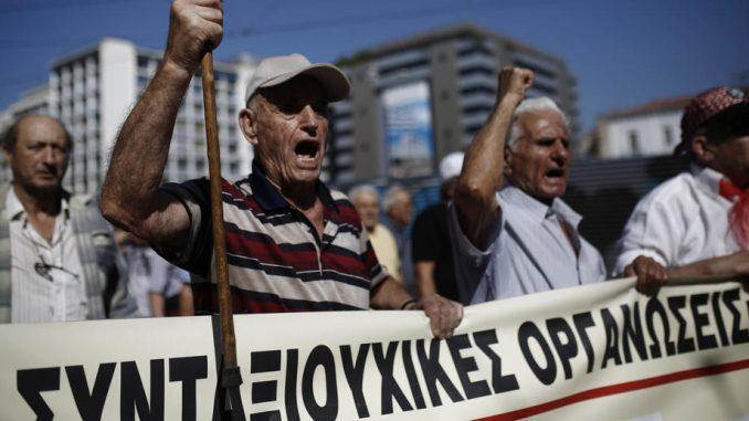 Penzioneri u Grčkoj dobili sudsku bitku protiv smanjenja penzija 4