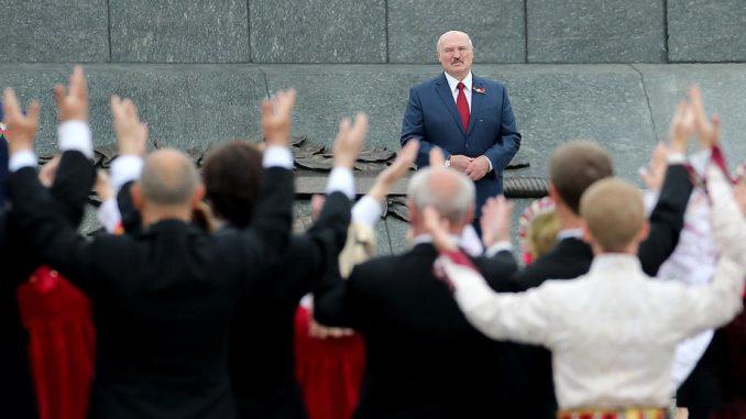 """Aktivisti ispred ambasade u Beogradu: Lukašenko nije """"jedan od retkih prijatelja Srbije"""" 3"""