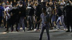 Policija potisnula demonstrante od Skupštine, ima povređenih na obe strane (FOTO/VIDEO) 5