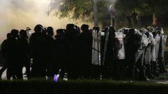 Policija potisnula demonstrante od Skupštine, ima povređenih na obe strane (FOTO/VIDEO) 6