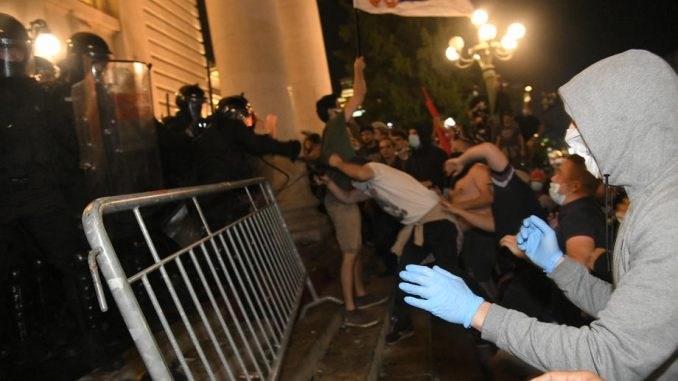 Grupa za konceptualnu politiku: Ne izlazite na proteste, nasilje je režirano 2