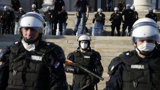 Policija rasterala demonstrante suzavcima i oklopnim vozilima iz centra Beograda (VIDEO, FOTO) 18