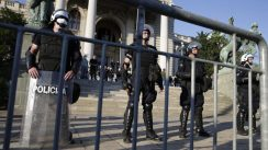 Policija rasterala demonstrante suzavcima i oklopnim vozilima iz centra Beograda (VIDEO, FOTO) 17