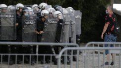 Policija rasterala demonstrante suzavcima i oklopnim vozilima iz centra Beograda (VIDEO, FOTO) 19