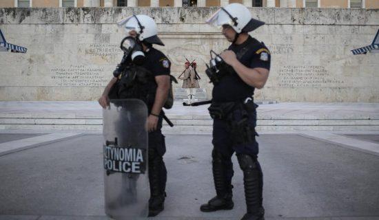 U Grčkoj uhapšeno sedam policajaca posle smrti mladića od 20 godina 13