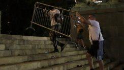 Četvrto veče protesta ponovo obeležili incidenti (FOTO, VIDEO) 8